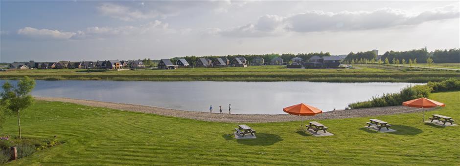 Heerlijk zonnen en relaxen op ons privé strand - Hotel Wolvega - Heerenveen