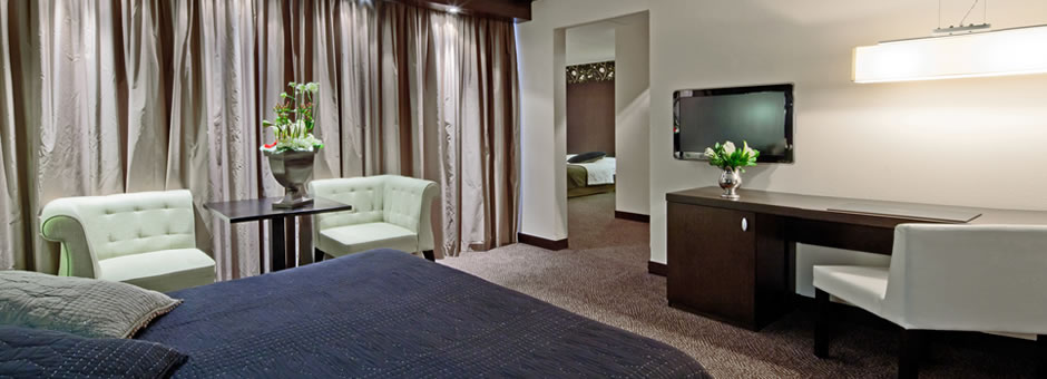 *Relaxing* and enjoying |our *spacious* rooms - Hotel Emmeloord