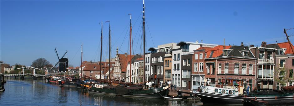 Schepen in de haven - Hotel Leiden