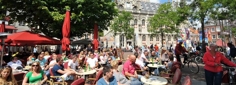 Gezellige terrassen op de Markt - Valk Zeeland