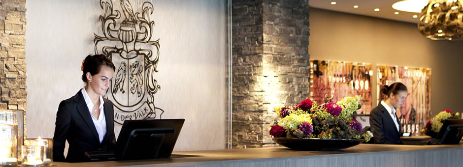 WE WILL GLADLY  SERVE YOU - Hotel Dordrecht
