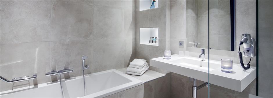 *Luxe* uitgevoerde *badkamers* - Hotel Zwolle