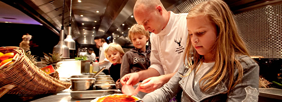 *Live cooking:* *u bepaalt* wat *onze chef* kookt - Valk Exclusief